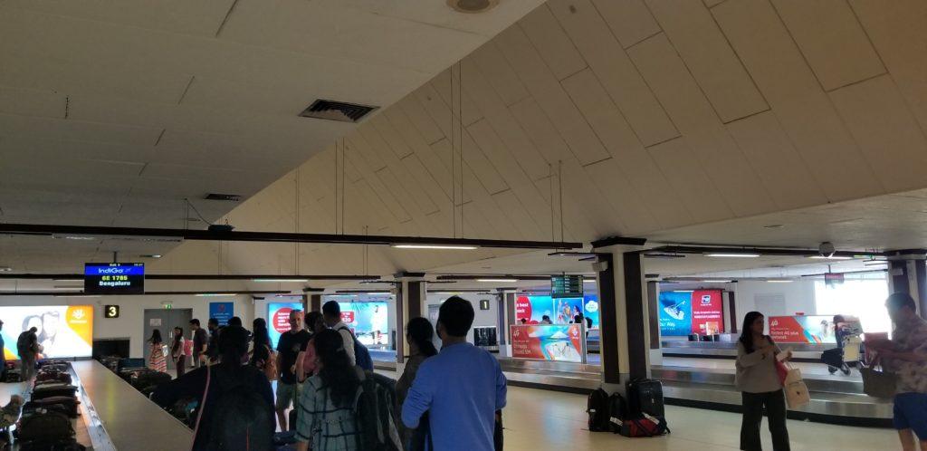 マーレ国際空港で荷物をピックアップ