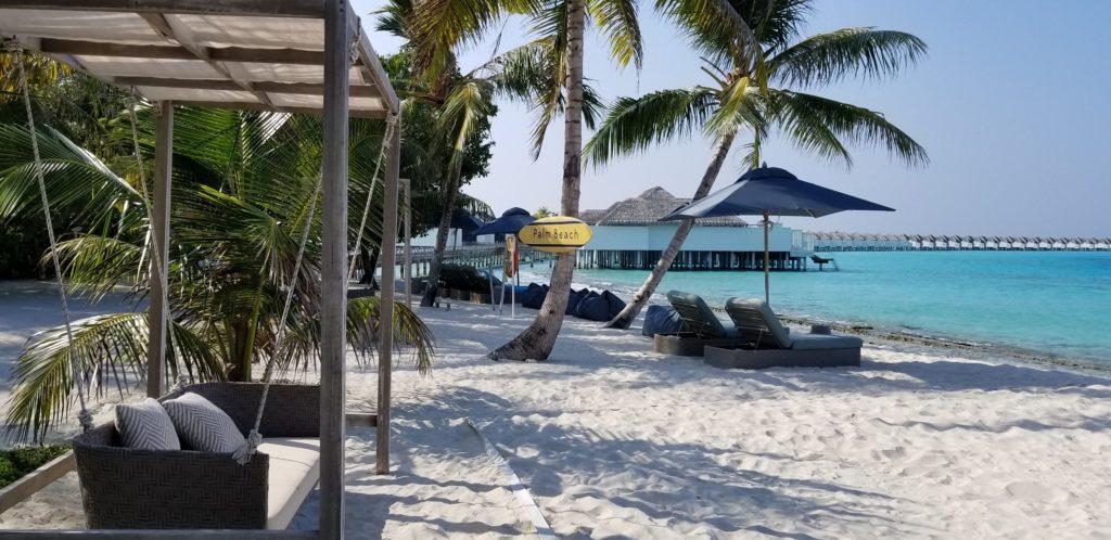 モルディブにあるフィノールのビーチ・バー