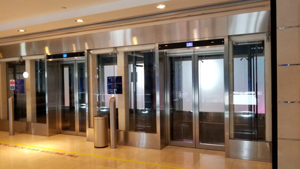 ジムがあるフロア(5F)から撮影した中央エレベーター