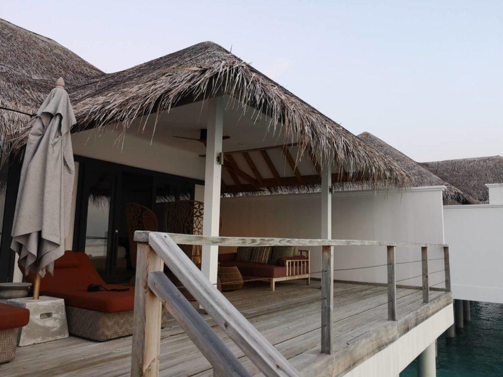モルディブの水上ヴィラのバルコニー