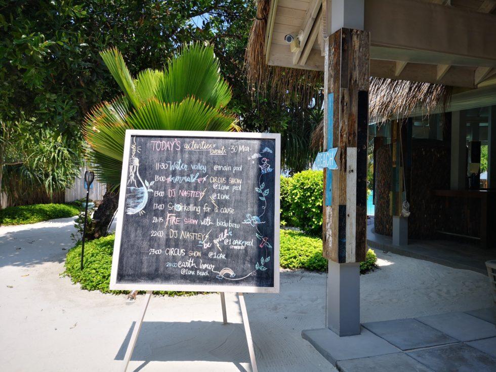 レストラン入口にある今日のイベントリスト