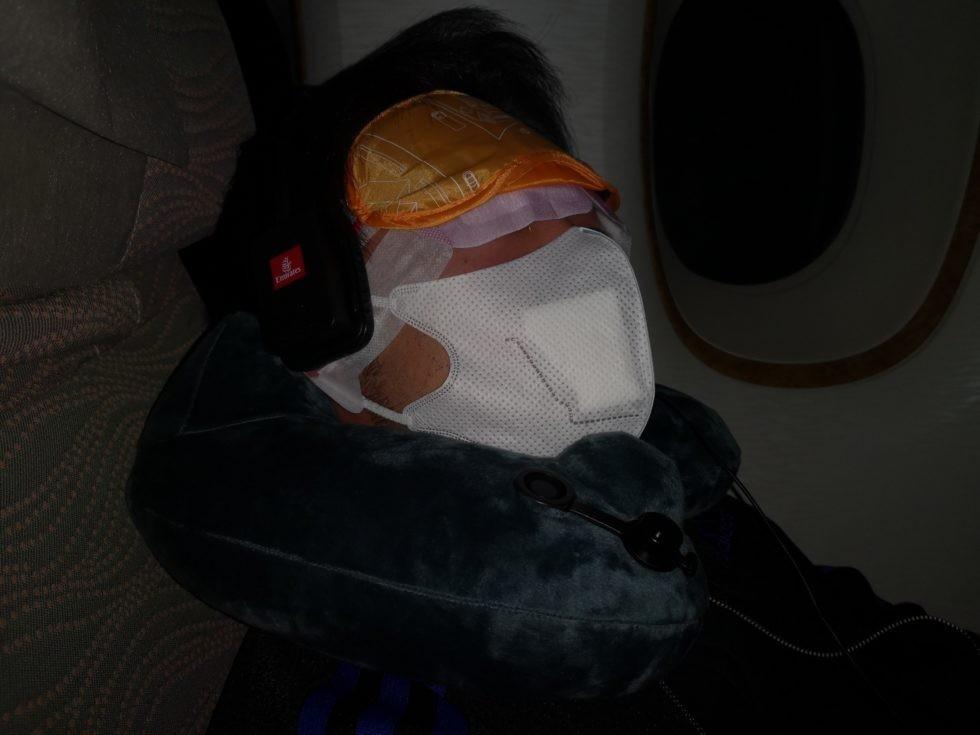 僕の機内での就寝風景