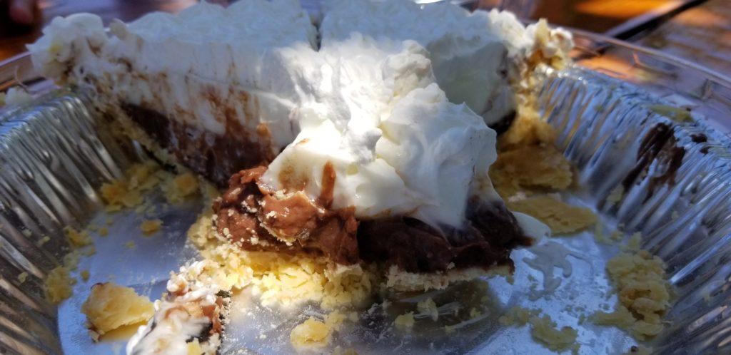 食べかけのチョコレートハウピアクリームパイ