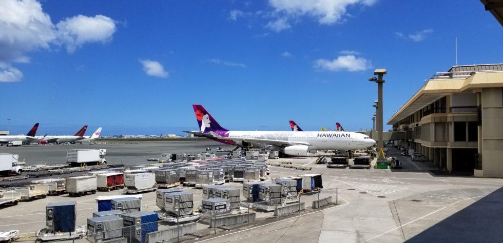 ホノルル空港から撮影したハワイアン航空