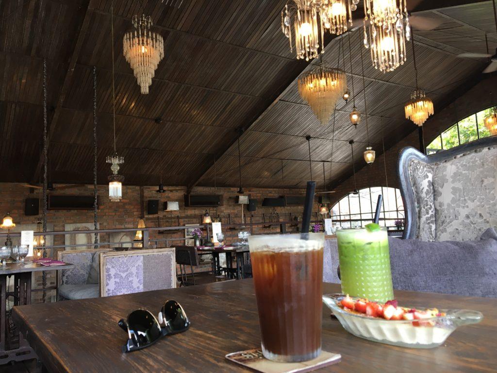 バリ島で立ち寄ったオシャレなカフェ