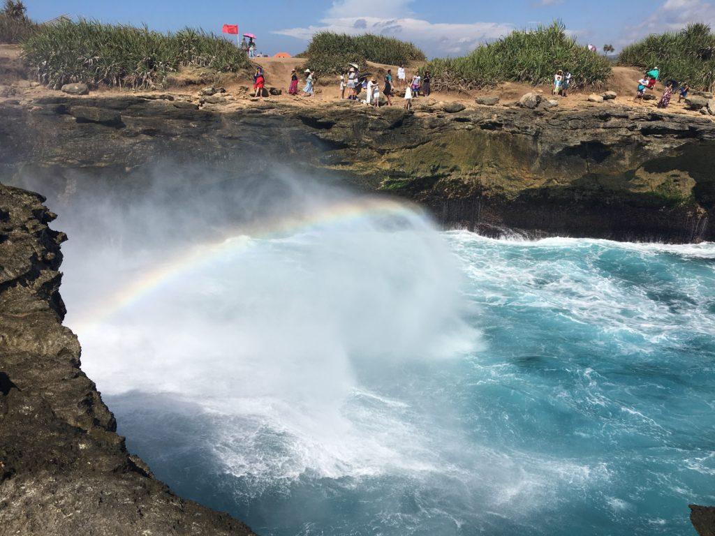 バリ島にある虹が出る岬にて(レンボンガン島のクルンクン)