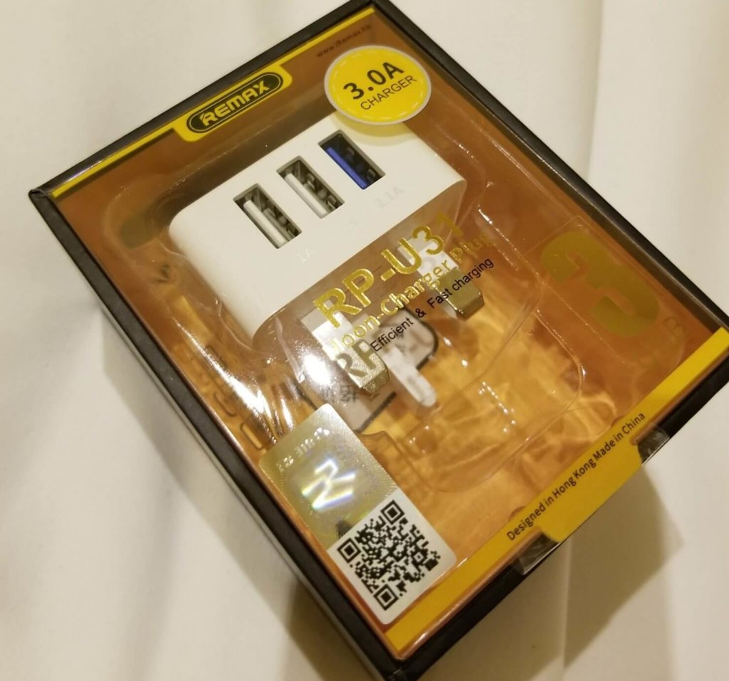 香港でぼったくられた電源アダプタの値段とは?