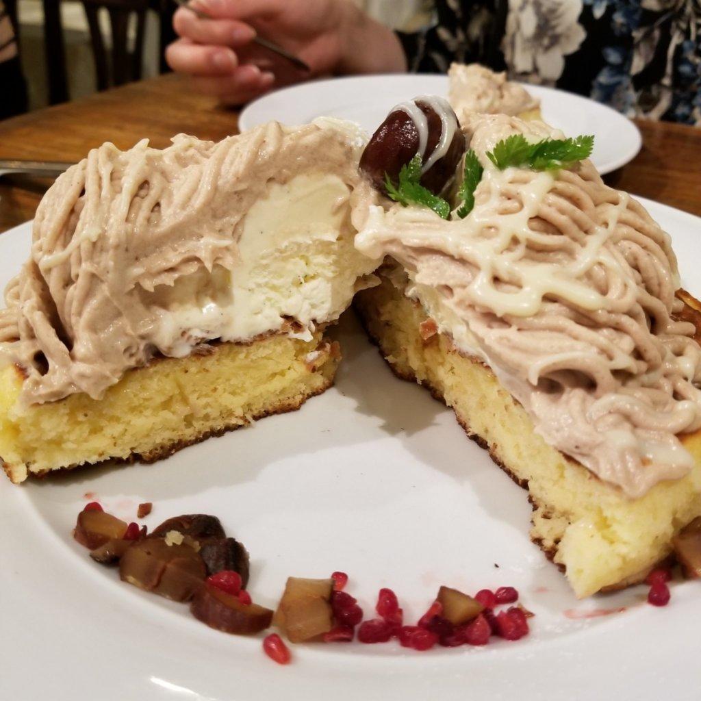 恵比寿にあるカフェアクイーユのモンブランパンケーキ(中身)