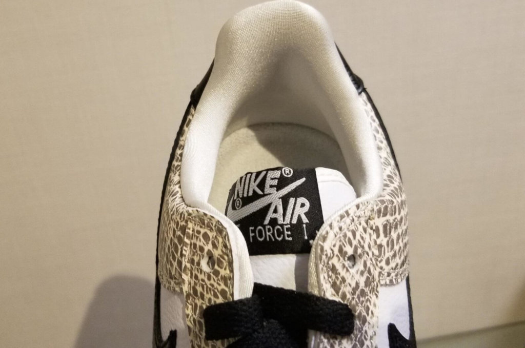 """Nike Air Force 1 Low """"Cocoa Snake"""" の履き口"""
