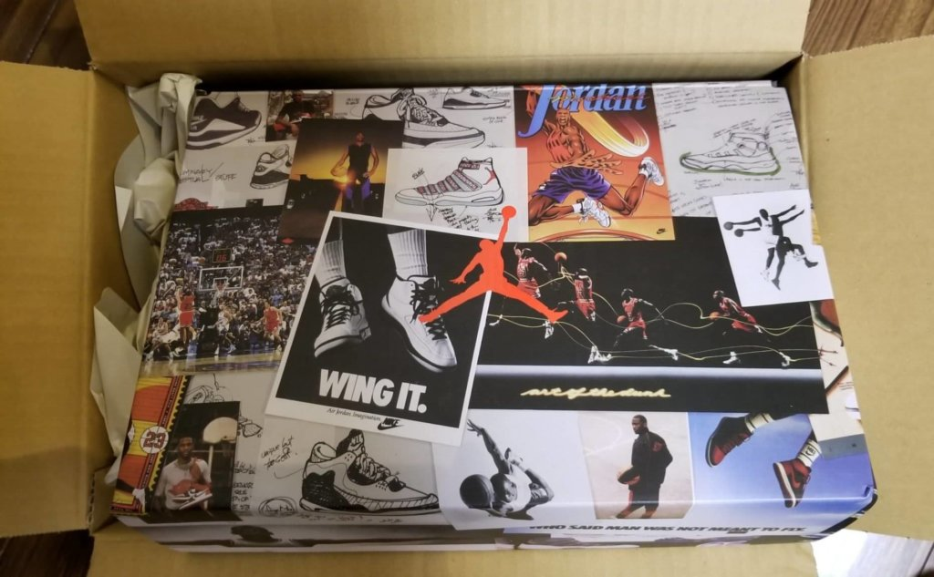 UNION×AIR JORDAN1のスニーカーが梱包された箱