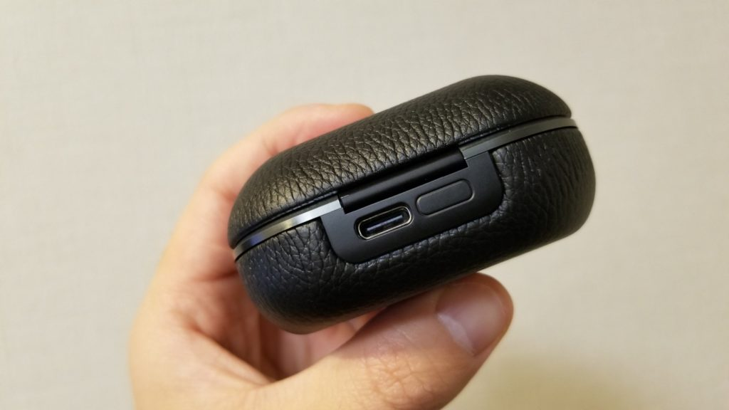 Beoplay E8 2.0はUSB Type-Cの充電に対応!