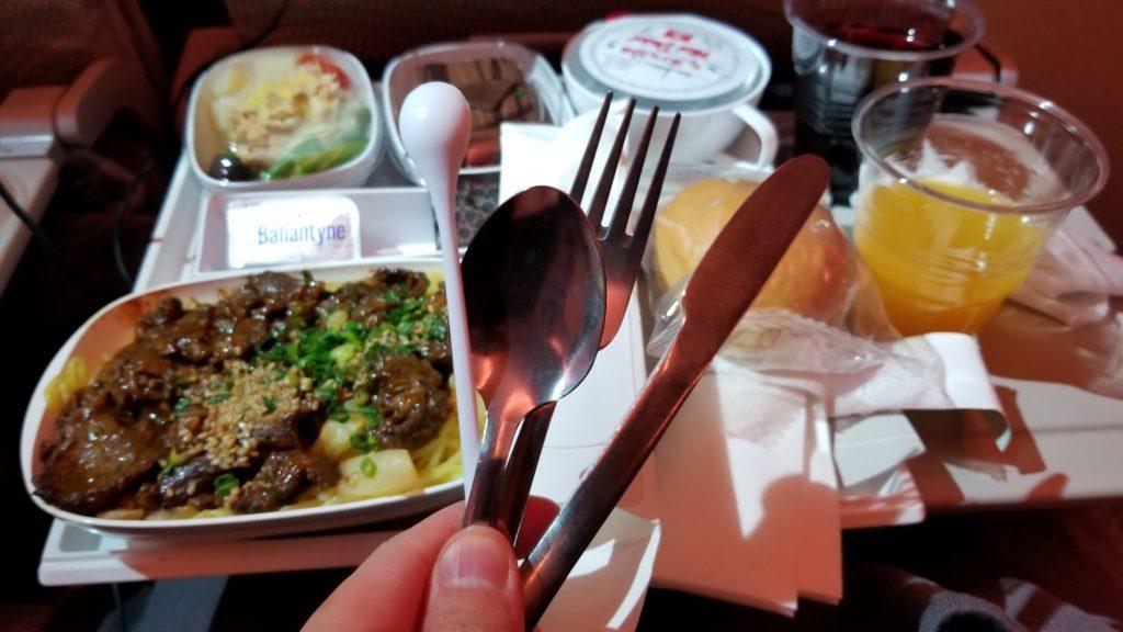 エミレーツの機内食はカトラリーがすばらしい