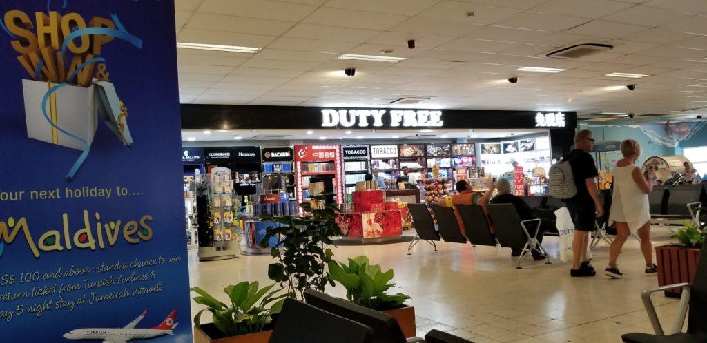 モルディブ(マーレ国際空港)内にある免税店の一部