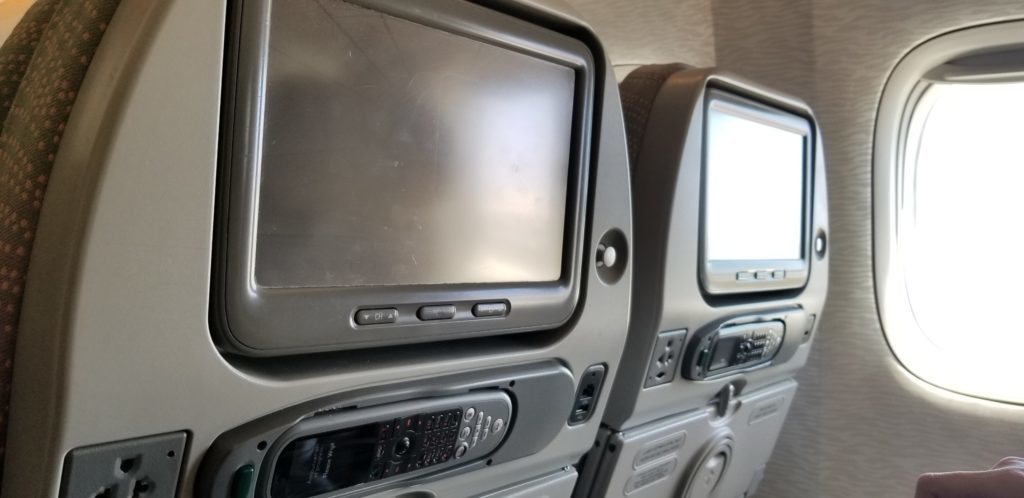 エミレーツ航空の旧型座席ディスプレイ