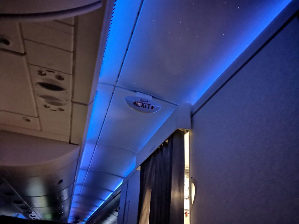 エミレーツ航空機内の星空