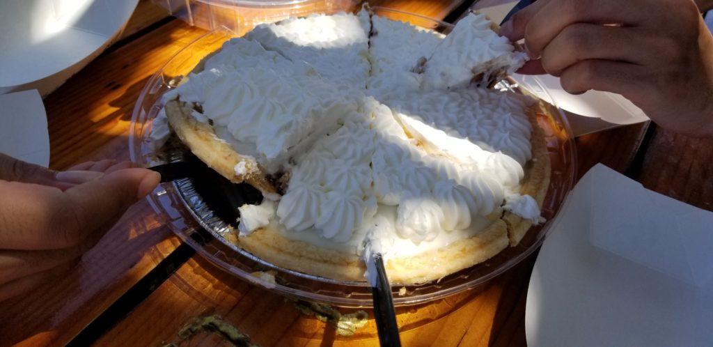 チョコレートハウピアクリームパイのホールを食す