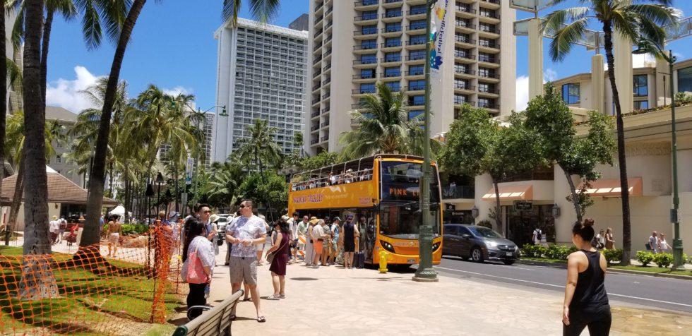 JCBユーザーなら無料で乗車できる2階建てのトロリーバス
