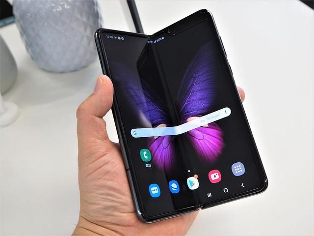 折り畳めるスマホ「Samsung Galaxy Fold」