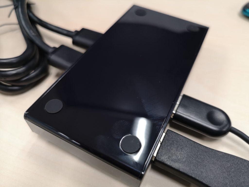 UGREEN USB切替器の裏面には滑り止めが