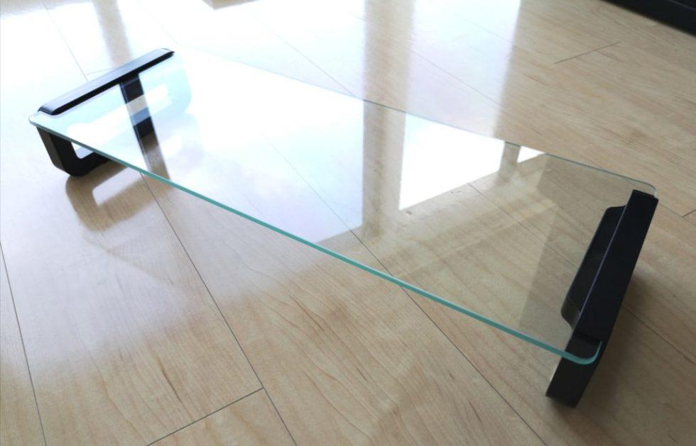 透明感のあるガラス製モニタースタンド