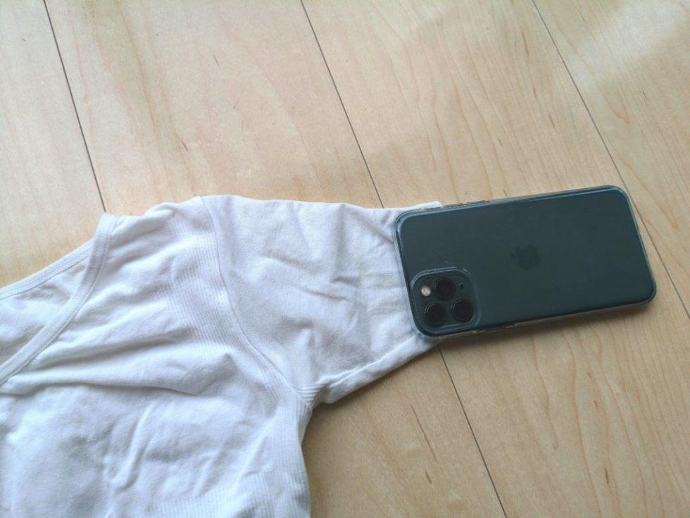 マッスルプレスの腕部の細さはiPhoneと同じくらい
